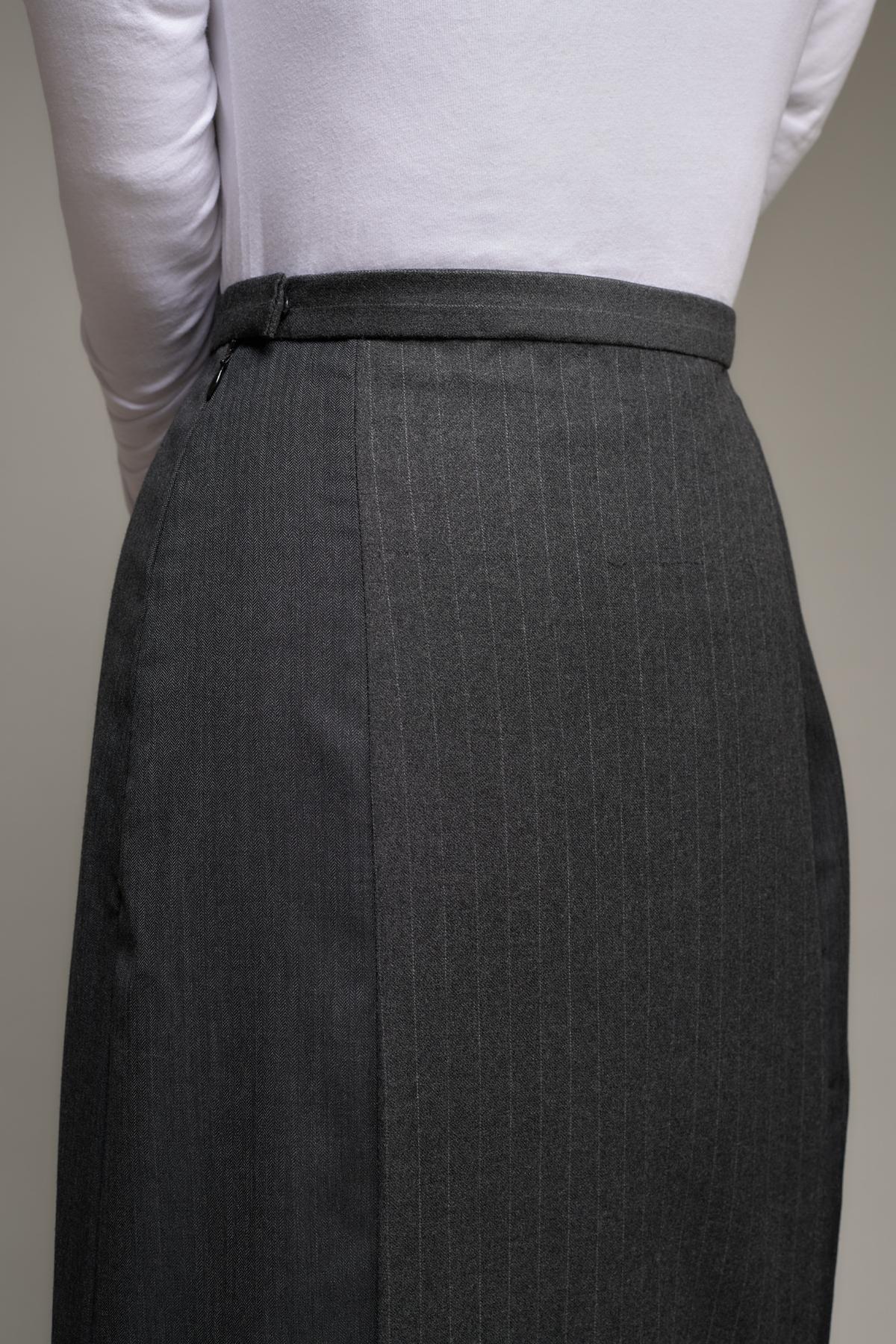 Side back on 1940s women's suit skirt