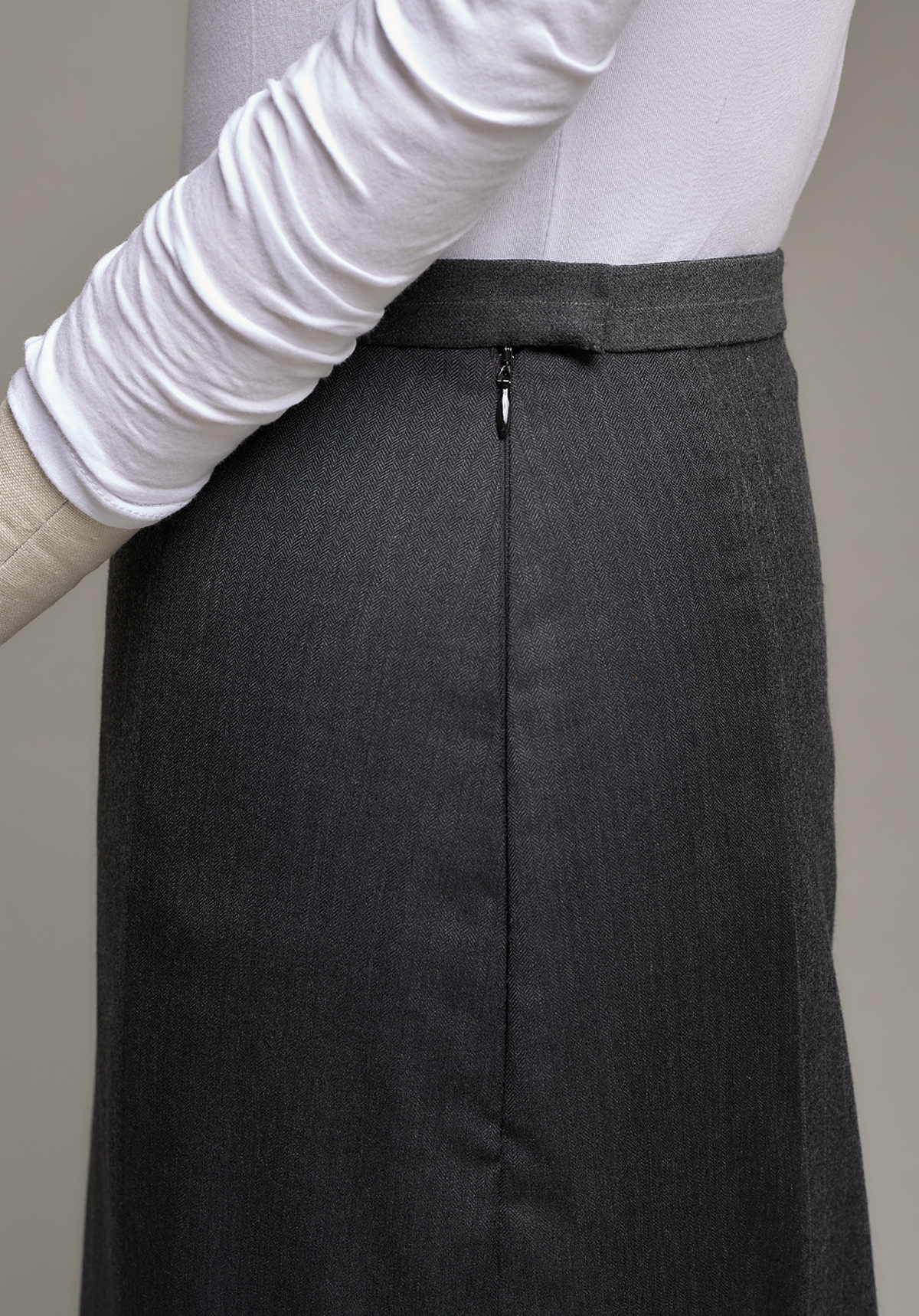 Side zipper in finished women's suit skirt