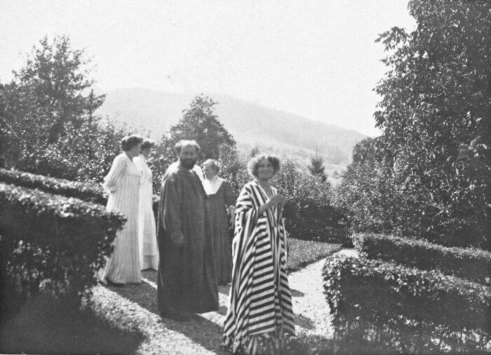 Emilie Flöge with her two sisters, mother, and Gustav Klimt
