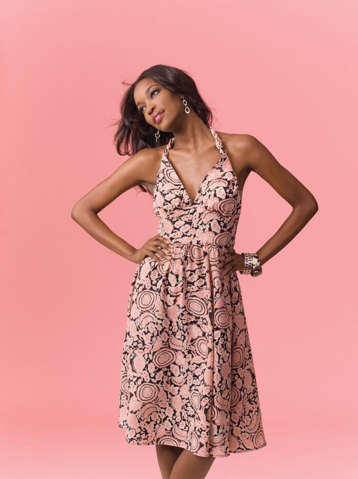 Model in no-waste dress design