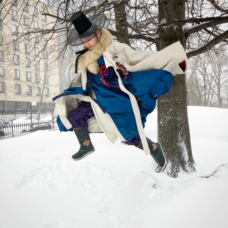 @yang_cheon_shik in Korean hanbok, jumping in the pile of snow.