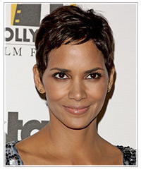 pixie haircut with bangs haircut gallery halle berry thehairstyler 5478