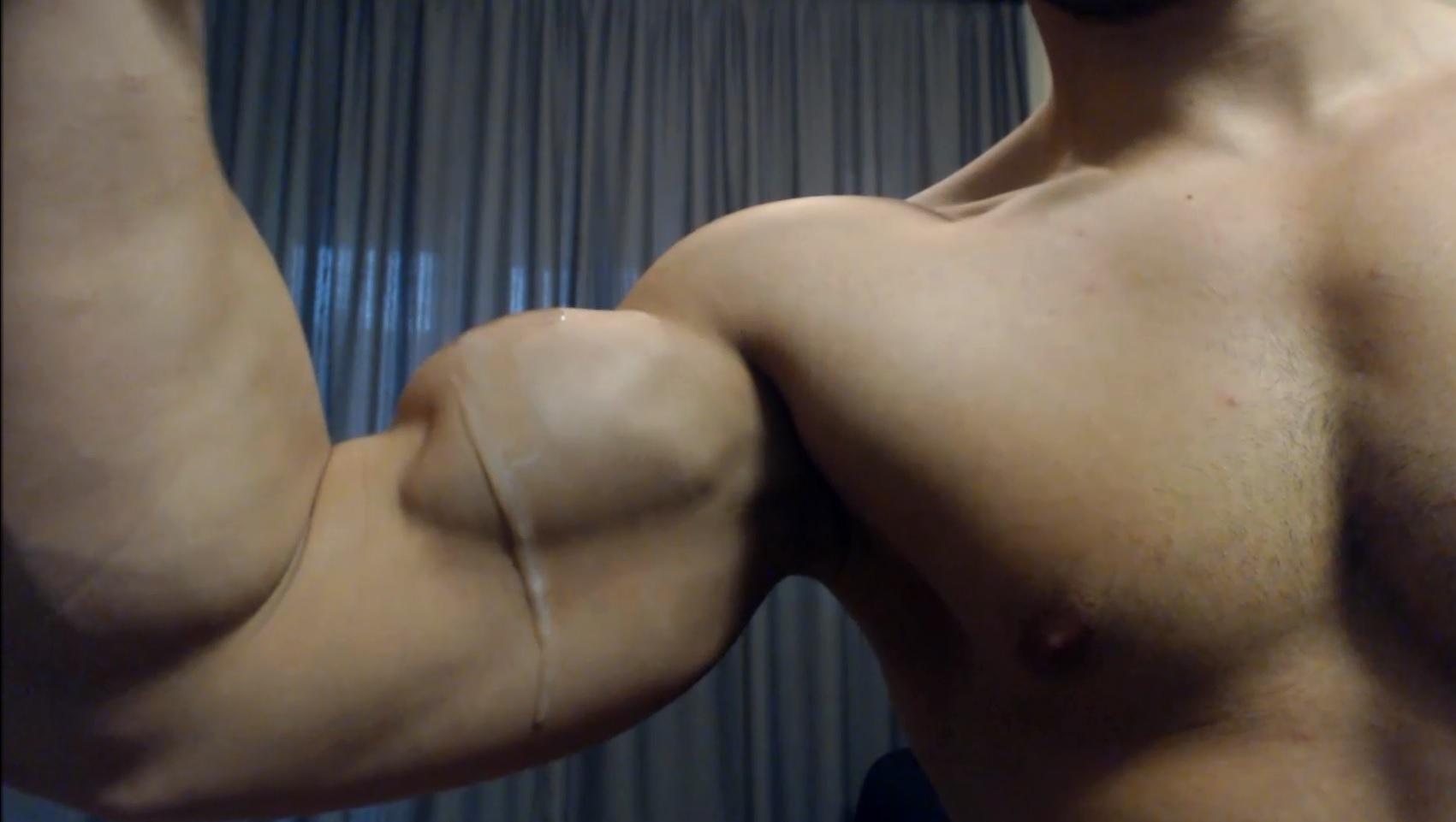 Cum On My Biceps