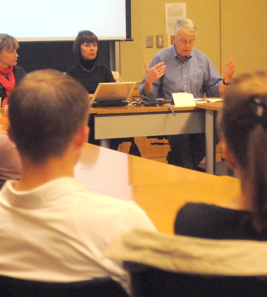 Professor Timothy J. Colton discusses nation building in Ukraine after the Soviet Union at a mini-symposium run by the Harvard Ukrainian Research Institute.