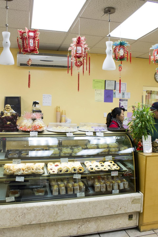 Yi Soon offers inexpensive Chinese baked good outside of Chinatown.