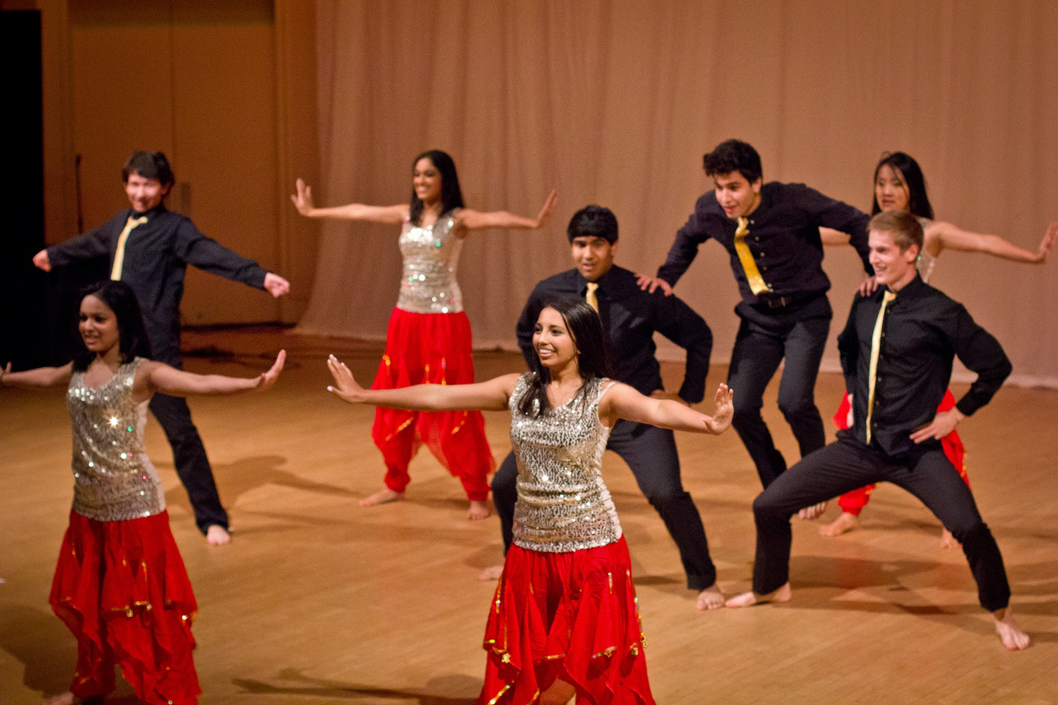 MIT Mirchi, a co-ed Bollywood dance team from MIT performs at Raunak, a yearly South Asian charity dance show. Dance teams from Borwn, MIT, Dartmouth, Columbia, Tufts, DC, NYU, UMass, as well as Harvard's Expressions, Breakers, AADT, SADC performed in this intercollegiate dance show.