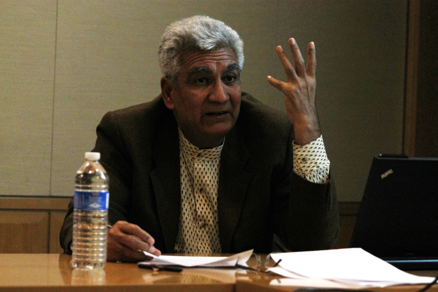 """Vikram Bhatt, professor at McGill University, compares urbanism in India to the children's story, """"Babar the Elephant"""" in CGIS South on Monday evening."""