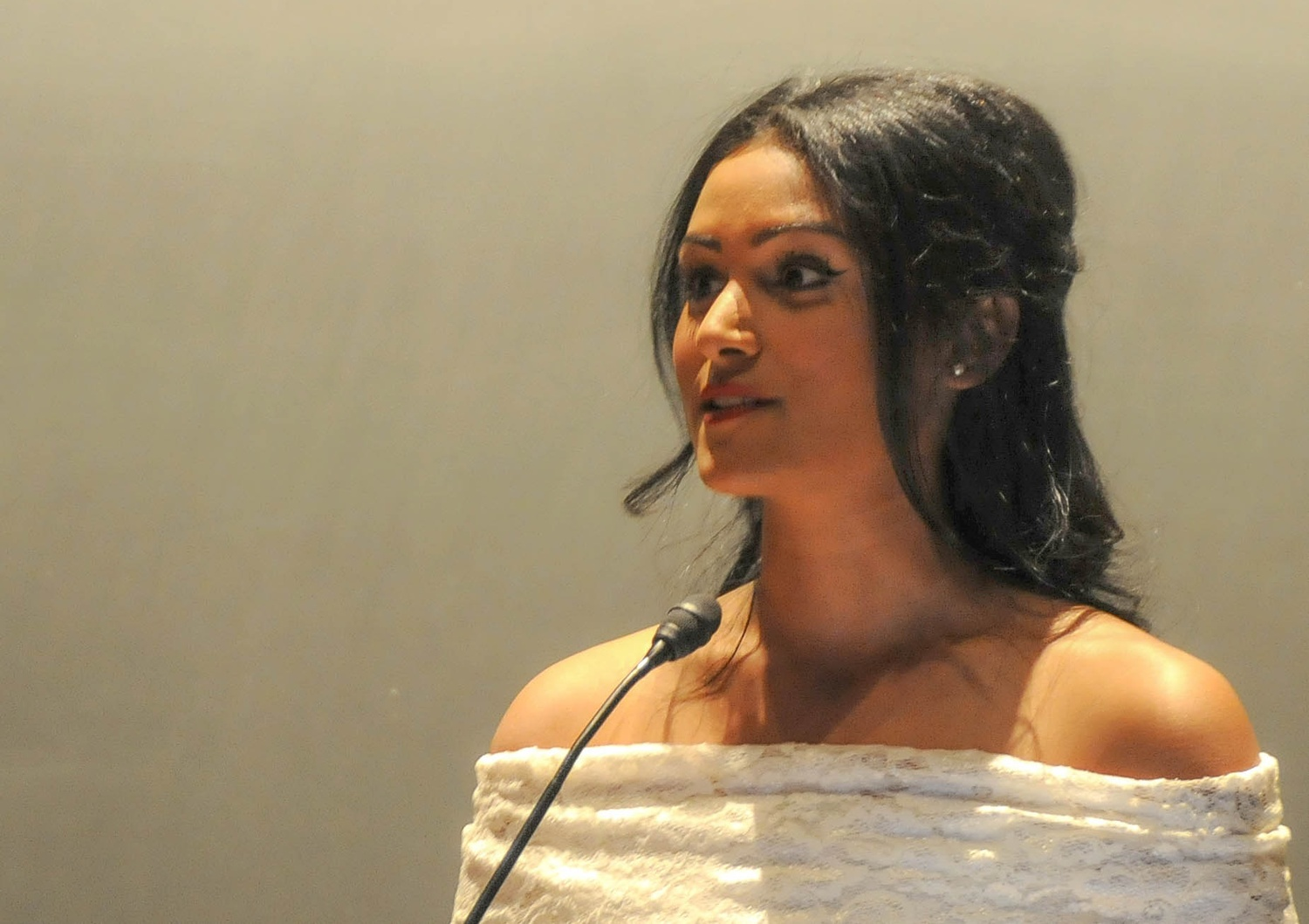 Nina Davuluri Shares a Story with the Audience