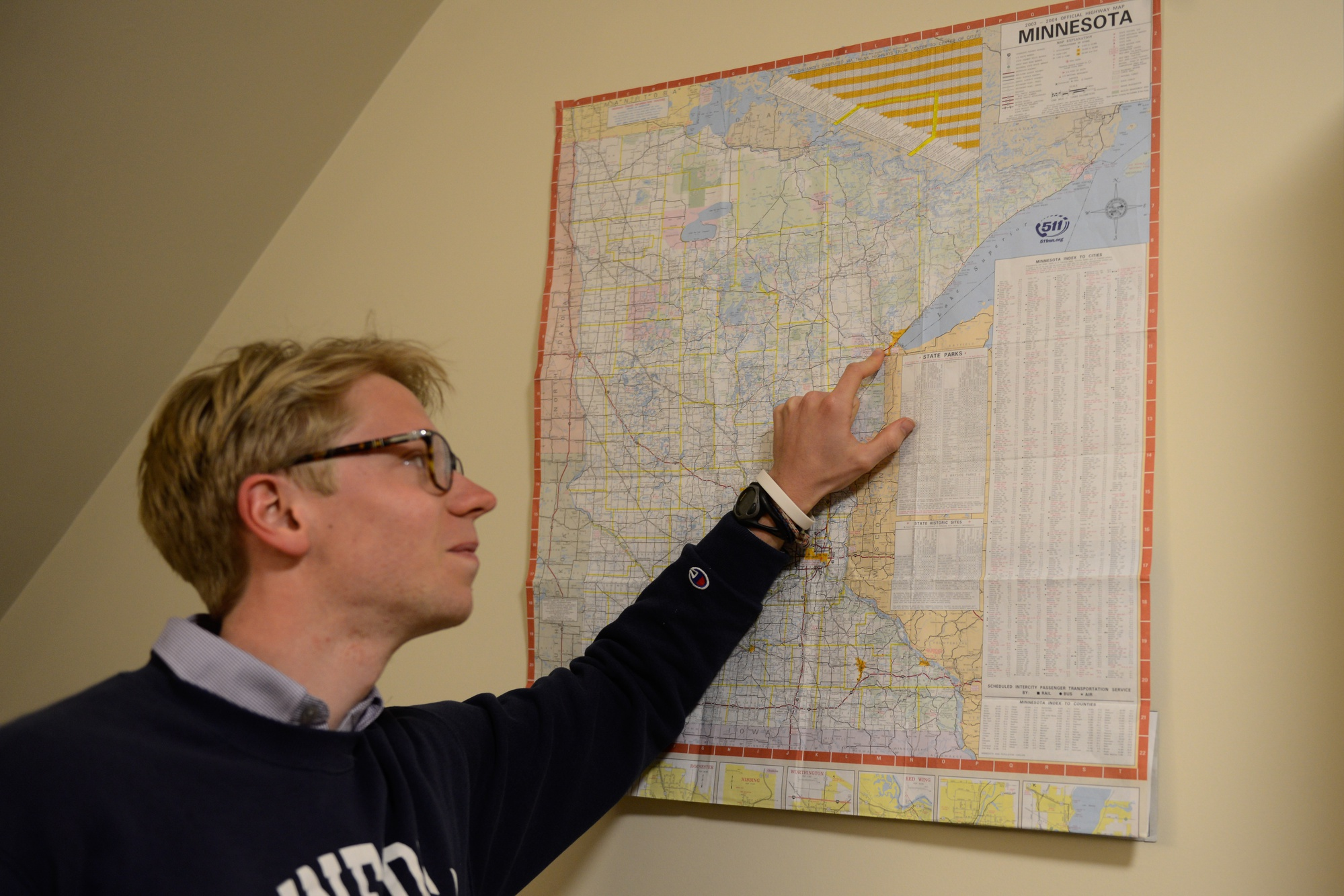 Luke R. Heine '17 shows off his hometown, Duluth, Minn., on a map in his bedroom.