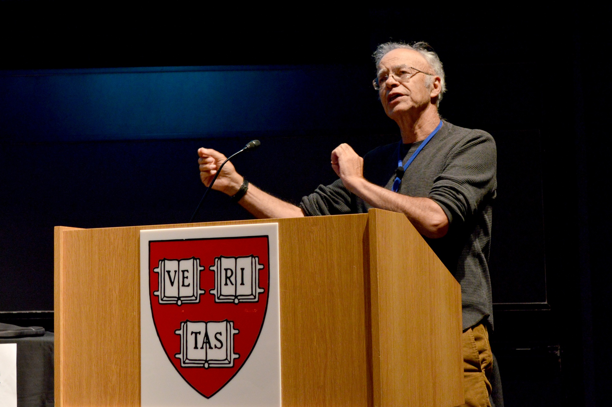 Philosopher Peter A. D. Singer speaks to a packed audience about effective altruism on Sunday night.  The event was part of Harvard Effective Altruism Week.