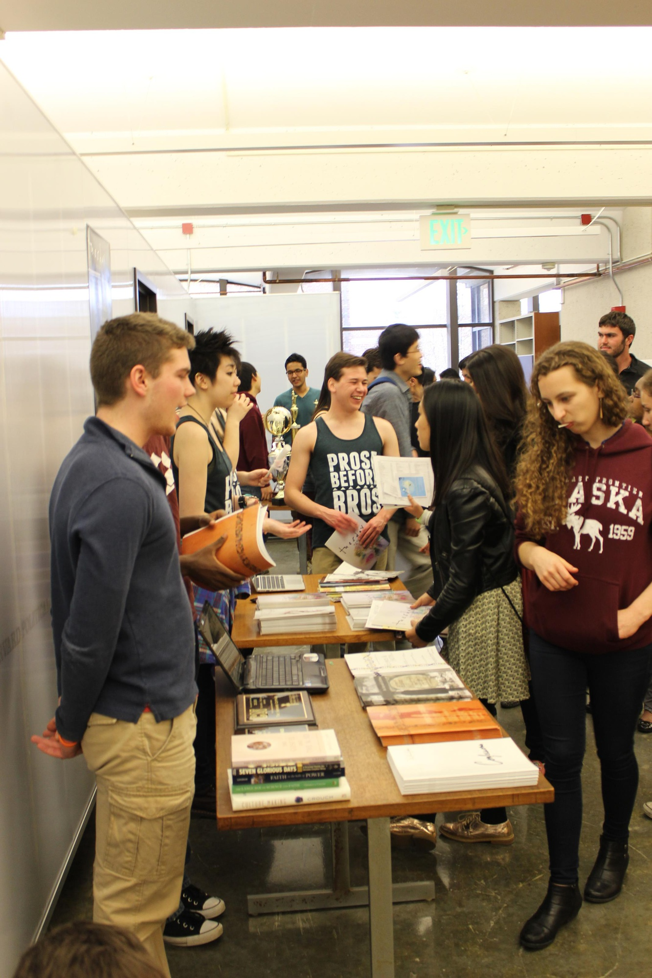 Prospective students attend the Extracurricular Activities Fair at the SOCH as part of Visitas.