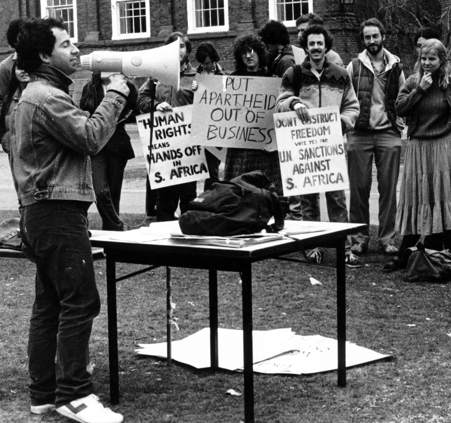 Divestment protestors in the 1980s.