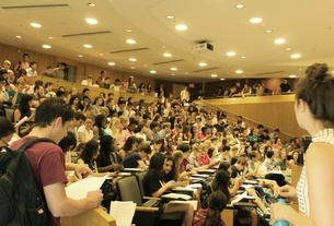 Students Crowd Humanities 10a Lecture