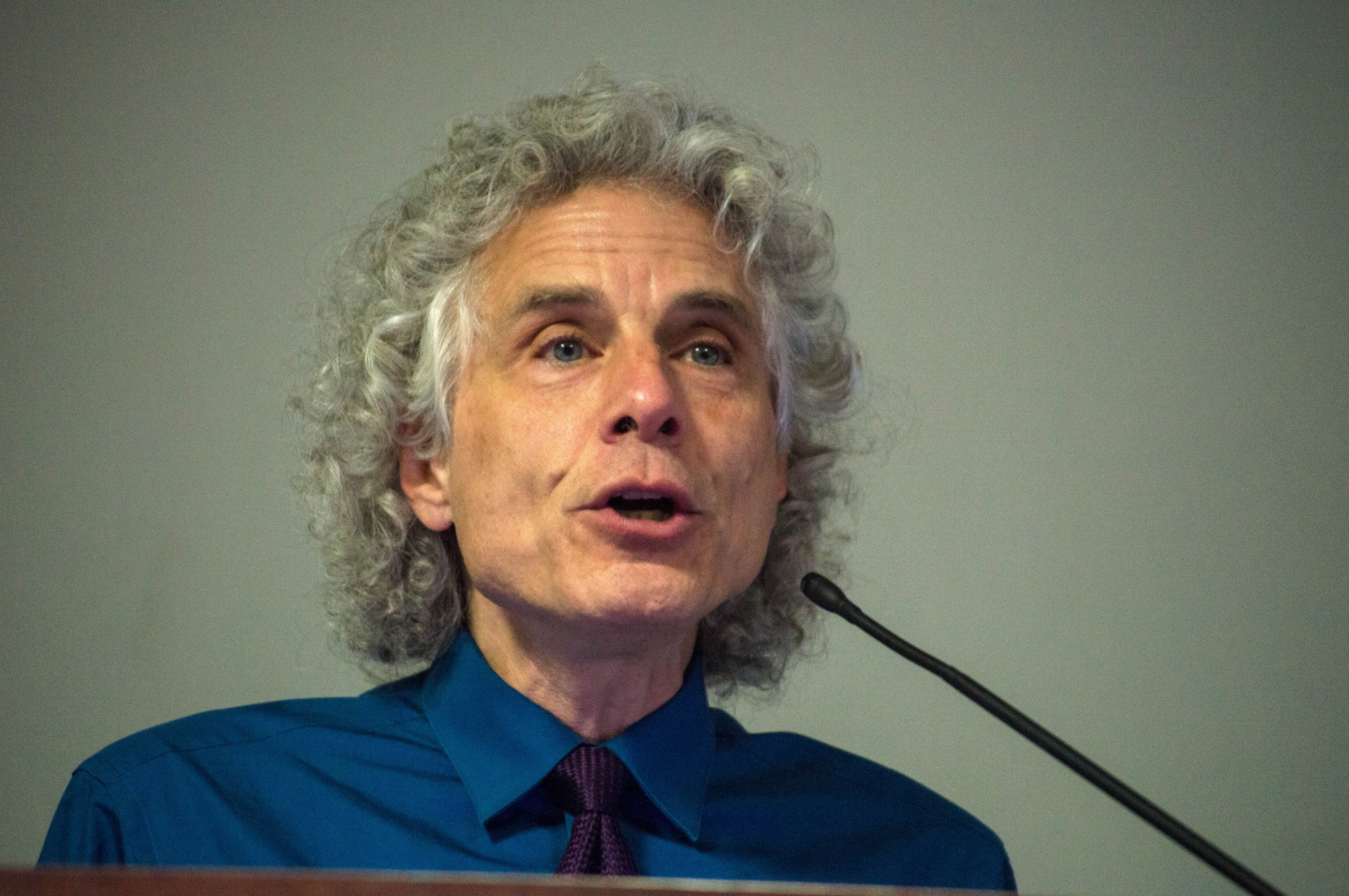 Psychology professor Steven A. Pinker discussed the long-term decline in violence in a presentation hosted by Harvard College Effective Altruism on Thursday. Making multiple references to his 2011 book The Better Angels of Our Nature, Pinker argued for a relatively optimistic view of the future.