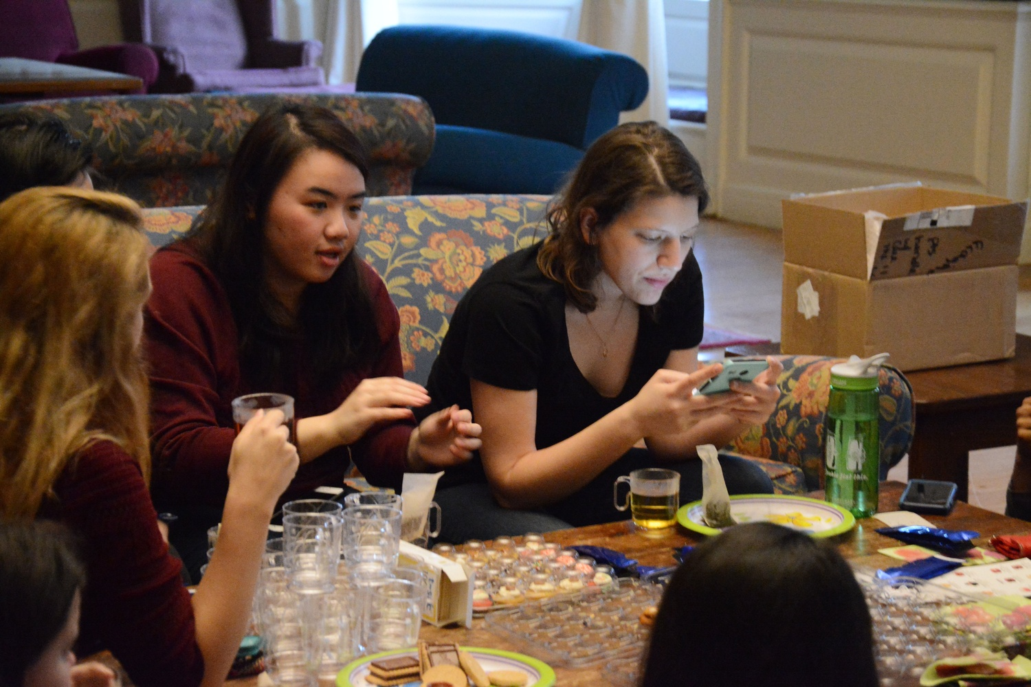 Priscilla W. Guo '18 discusses marriage at a Women in Computer Science Mentorship Tea Party in Lowell JCR last Wednesday evening. WiCS hosts a series of events throughout the semester for fostering a community of technically-skilled women.