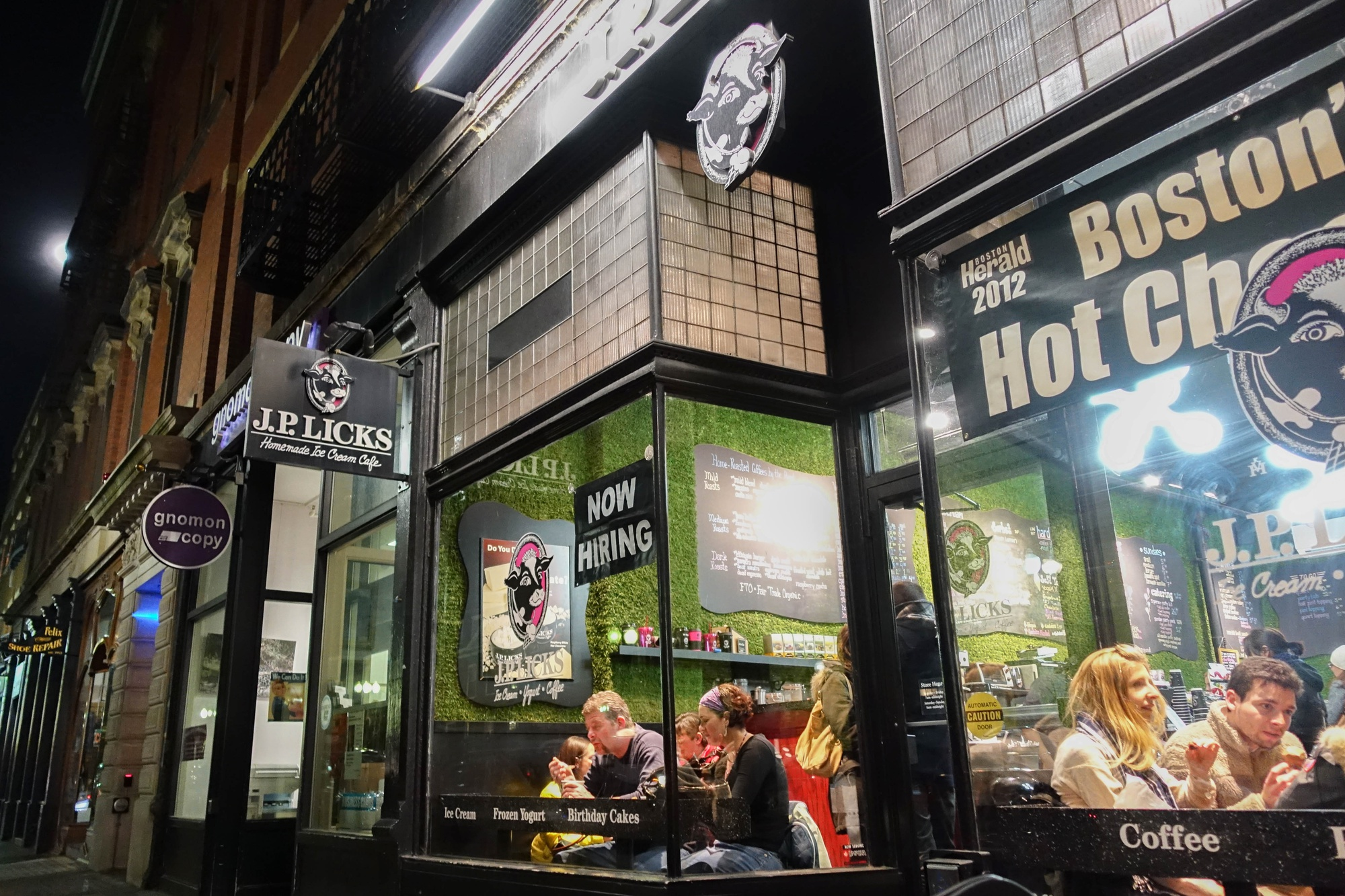 """J.P. Licks, a popular eatery in Harvard Square, was one of the many options available to students on """"high financial aid"""" who received a stipend for Spring Break dining if they stayed on campus due to the closure of dining halls."""