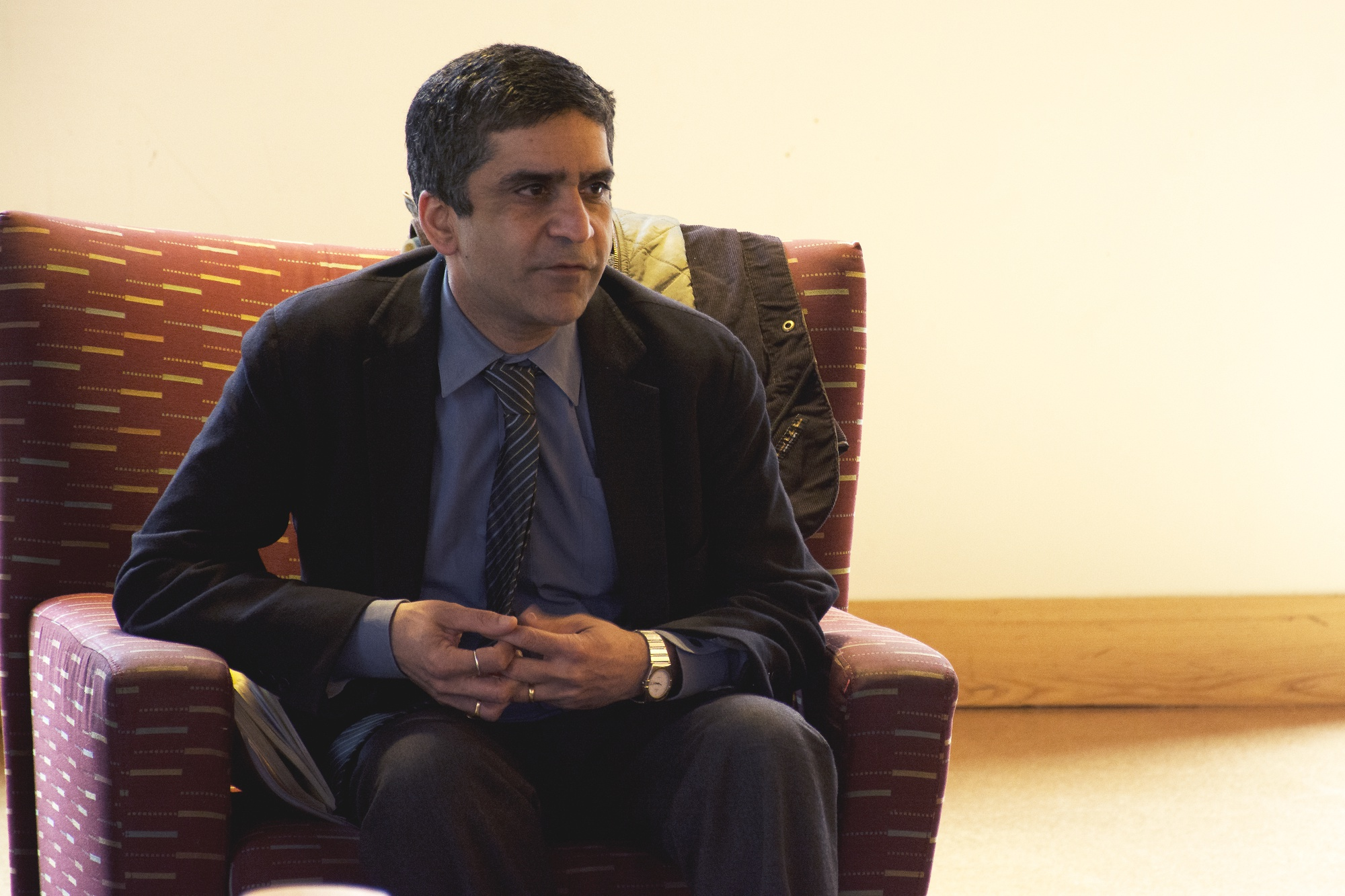Dean Khurana explains the relevance of a liberal arts education to our modern society. Last Friday, the Dean of the College held a town hall at Boylston Hall in order to discuss with students the issues facing Harvard today.