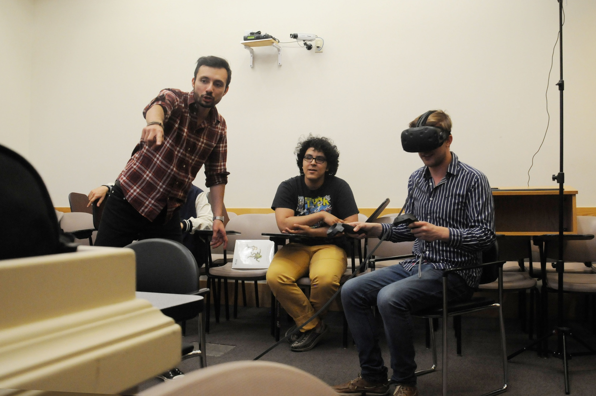 "Filmmaker David Karlak shows the audience what the participant is seeing in the ""Oculus Virtual Reality Experience"" in Boylston Hall on Saturday night, which was coupled with a screening of a screening of Rise, which is currently in development with Warner Brothers."