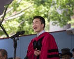 Jiang He Delivers the 2016 Graduate English Address