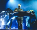 Disclosure Performs