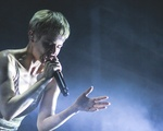 Robyn Performs