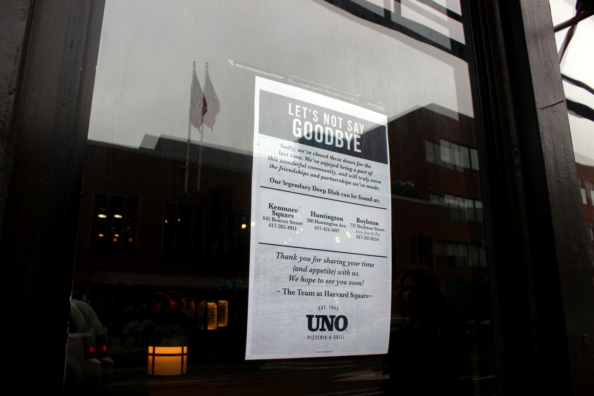 Signs on Unos' former building announce its closure as part of ongoing construction in Harvard Square.