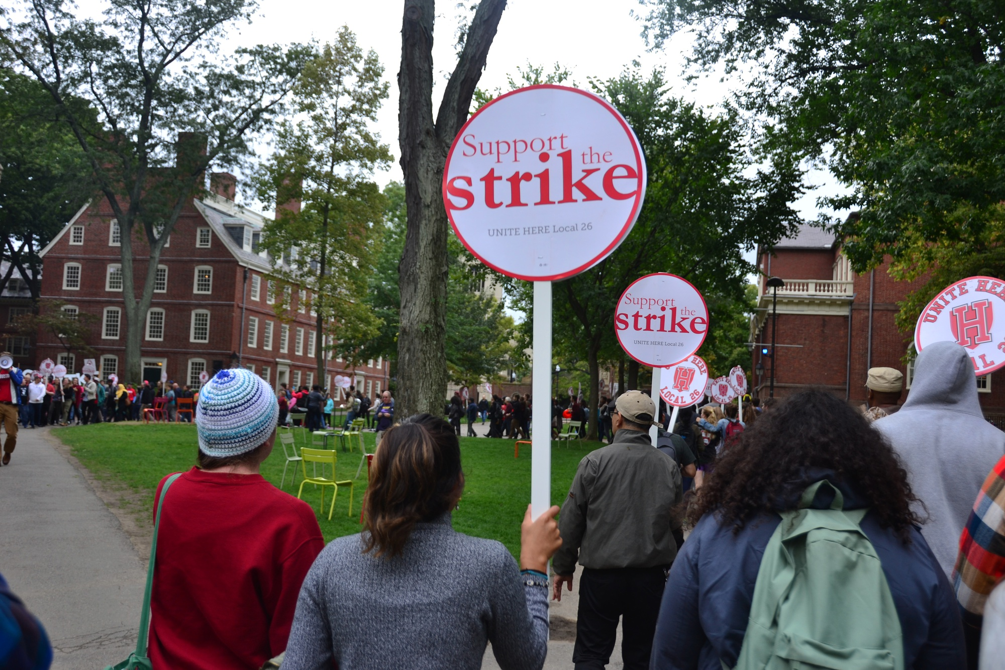 """Chanting """"No justice, no food,"""" more than 400 Harvard affiliates marched in support of HUDS workers Friday afternoon in Harvard Yard."""