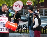 Students Deliver Breakfast to HUDS Workers