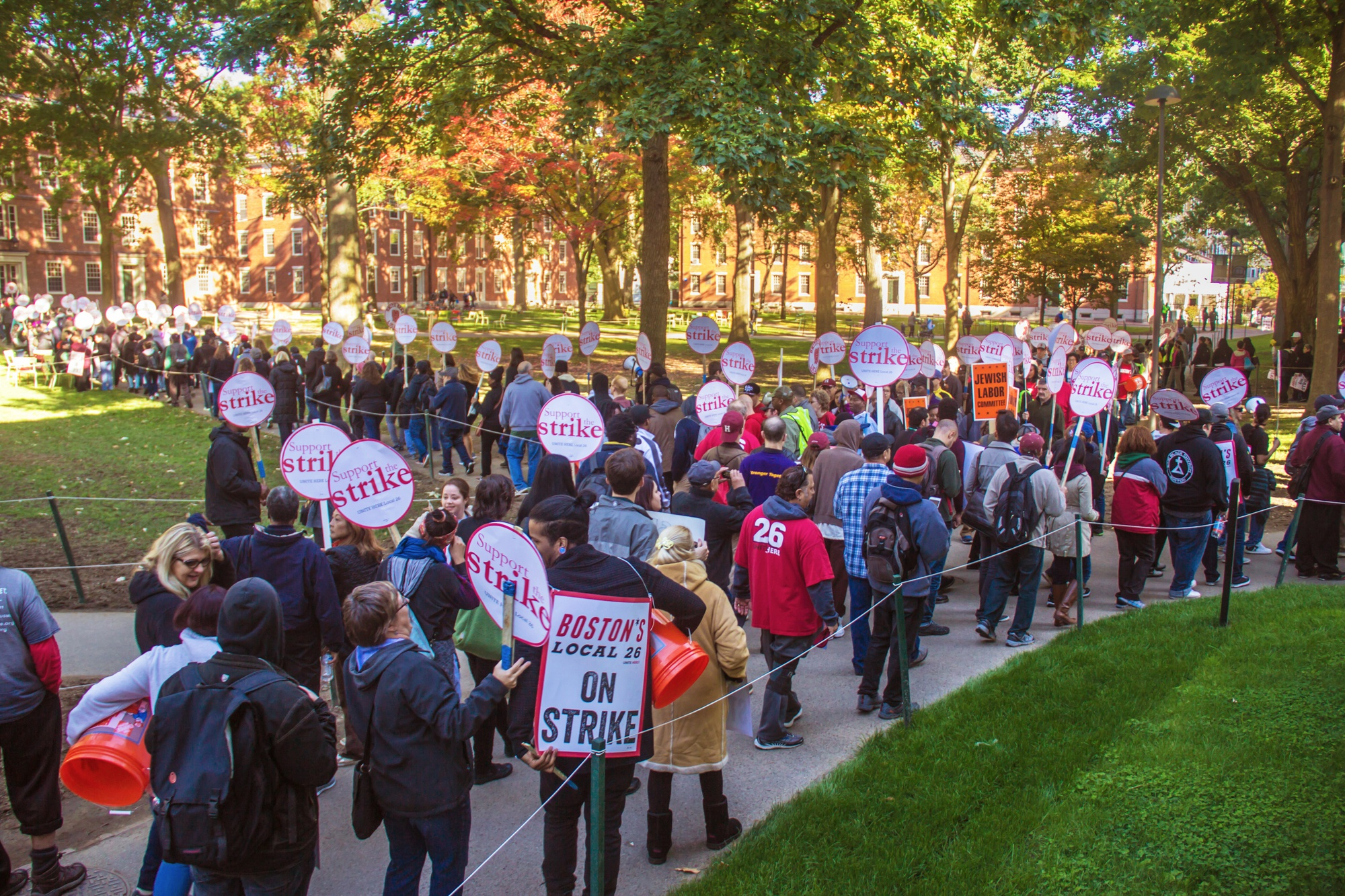 HUDS workers, families, and supporters chanted and marched through Harvard Yard Wednesday morning.
