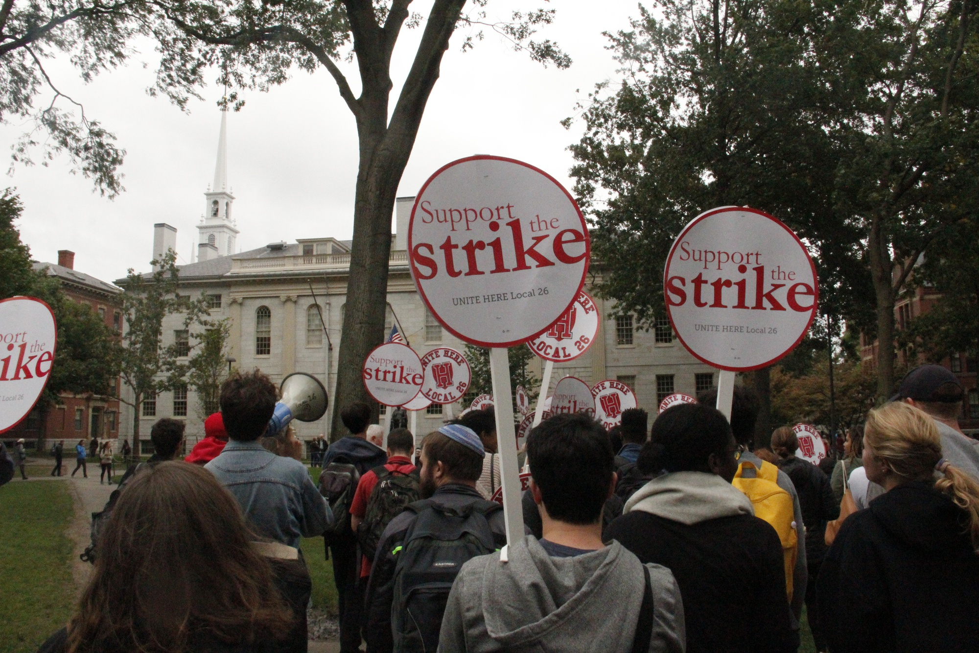 Students and HUDS workers rally for the strike in early October.