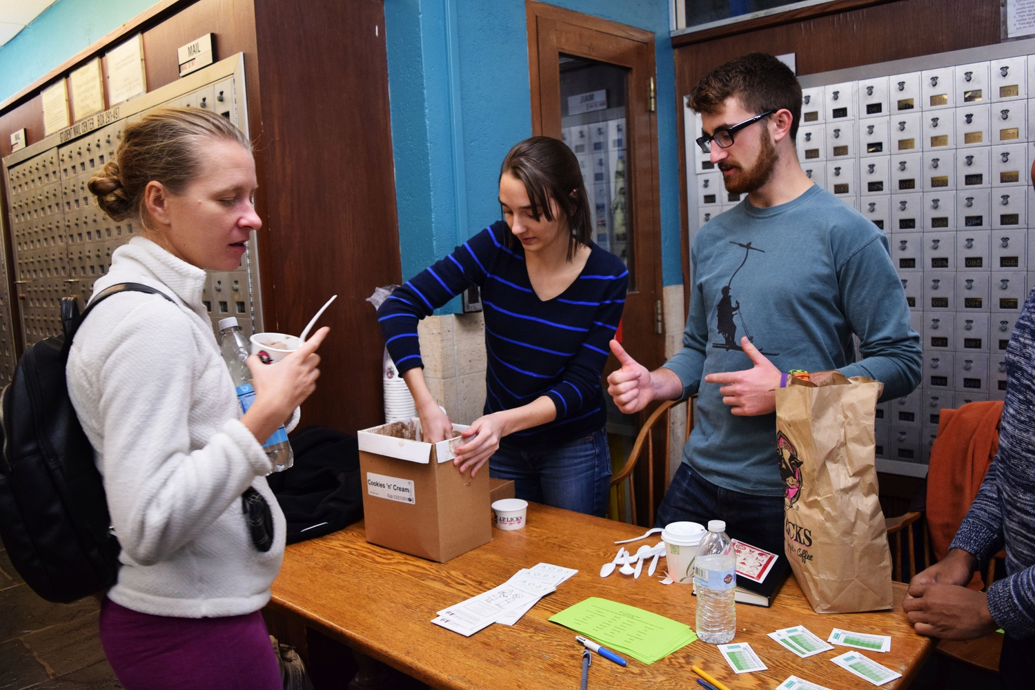 Drug Alcohol Peer Advisors Dann B. Stevens '19  and Eleni M. Kovatsis '17 educate students about alcohol drinking limits while handing out ice cream Tuesday night in Quincy House.