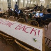 HUDS Workers Return to Dining Halls
