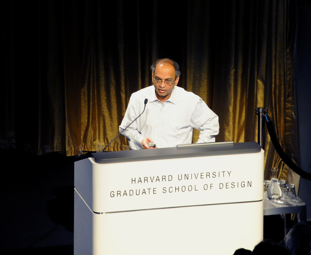 Business School professor Rajiv Lal speaks at Gund Hall in Harvard's Graduate School of Design Wednesday night. He discussed the future of retail, focusing on the integration of new technologies, like the drone delivery of packages.