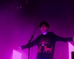 The 1975 Performs
