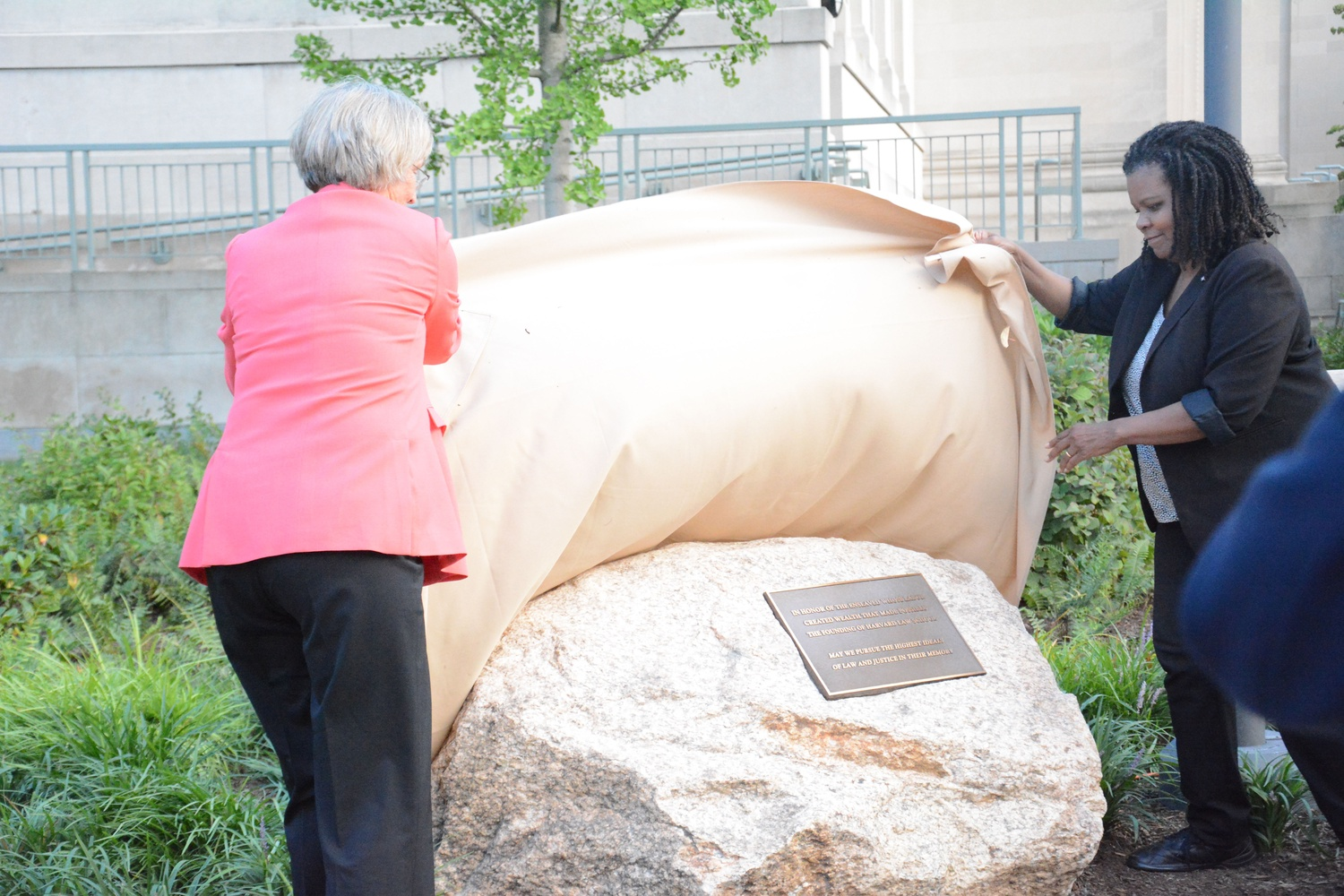 University President Drew G. Faust and Law School professor Annette Gordon-Reed unveil a monument commemorating the school's connections to slavery in 2017.