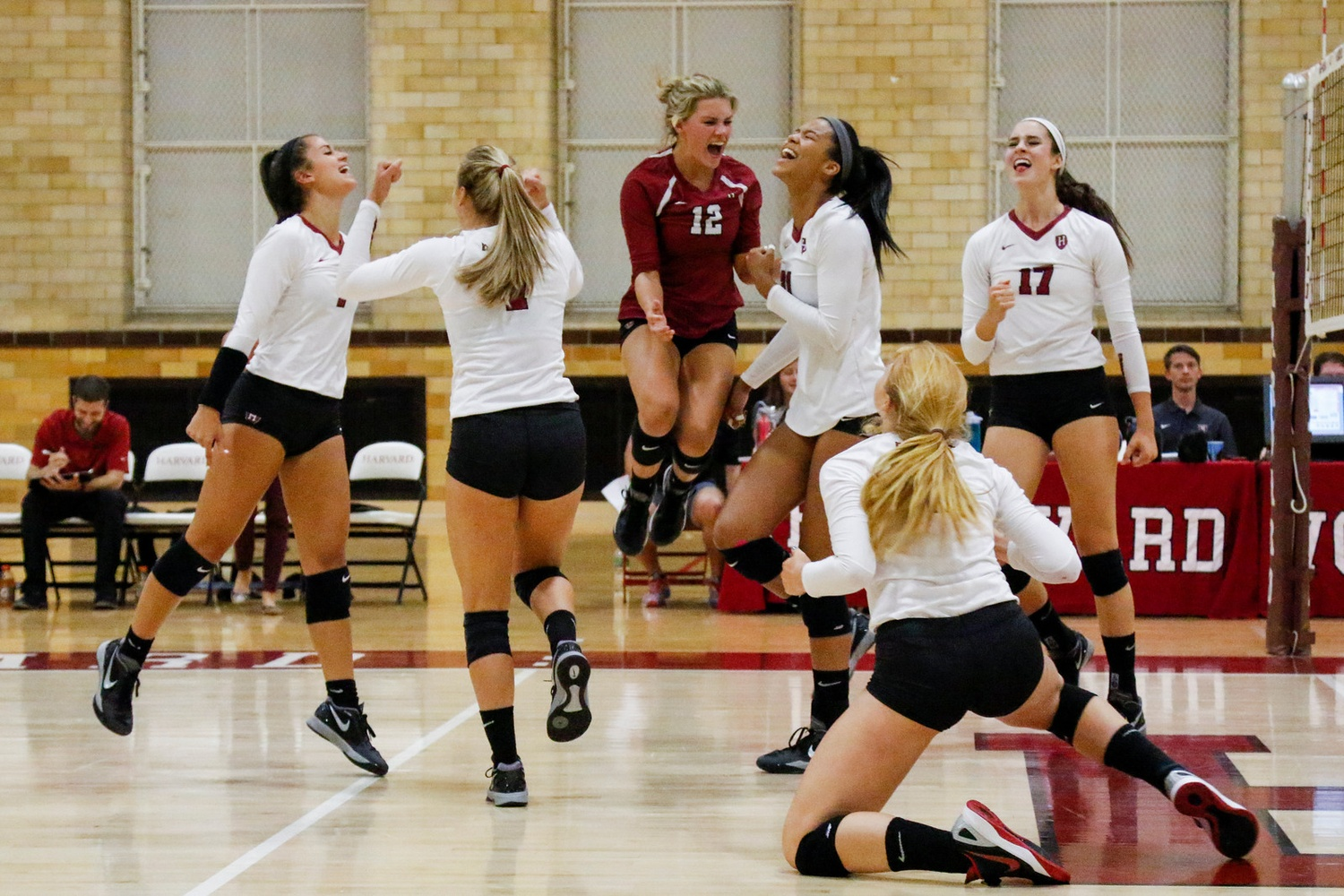 Women's Volleyball Takes Two of Three at Holiday Inn ...
