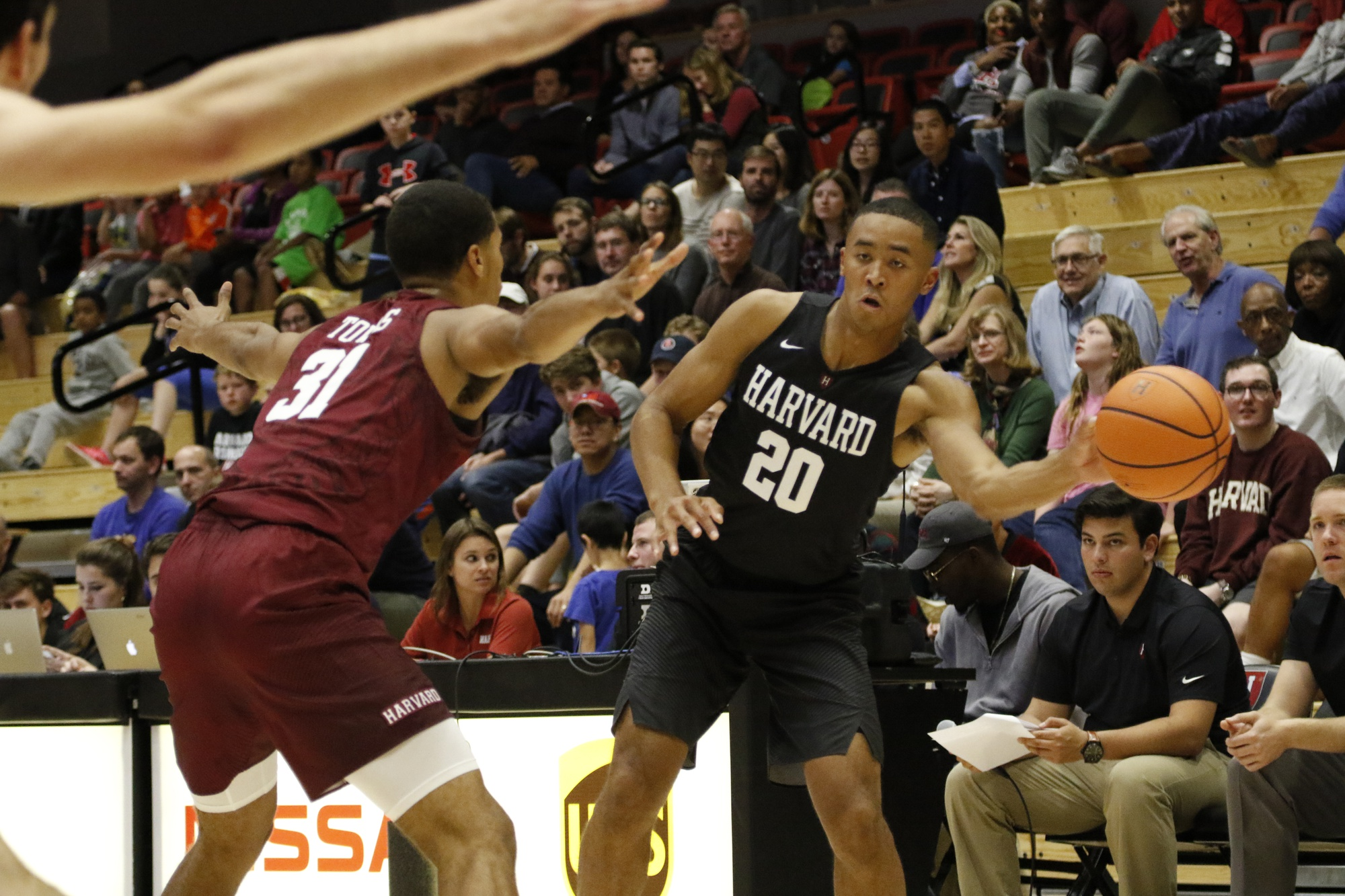 Sophomore wing Justin Bassey feeds the ball inside during Crimson Madness last Friday.