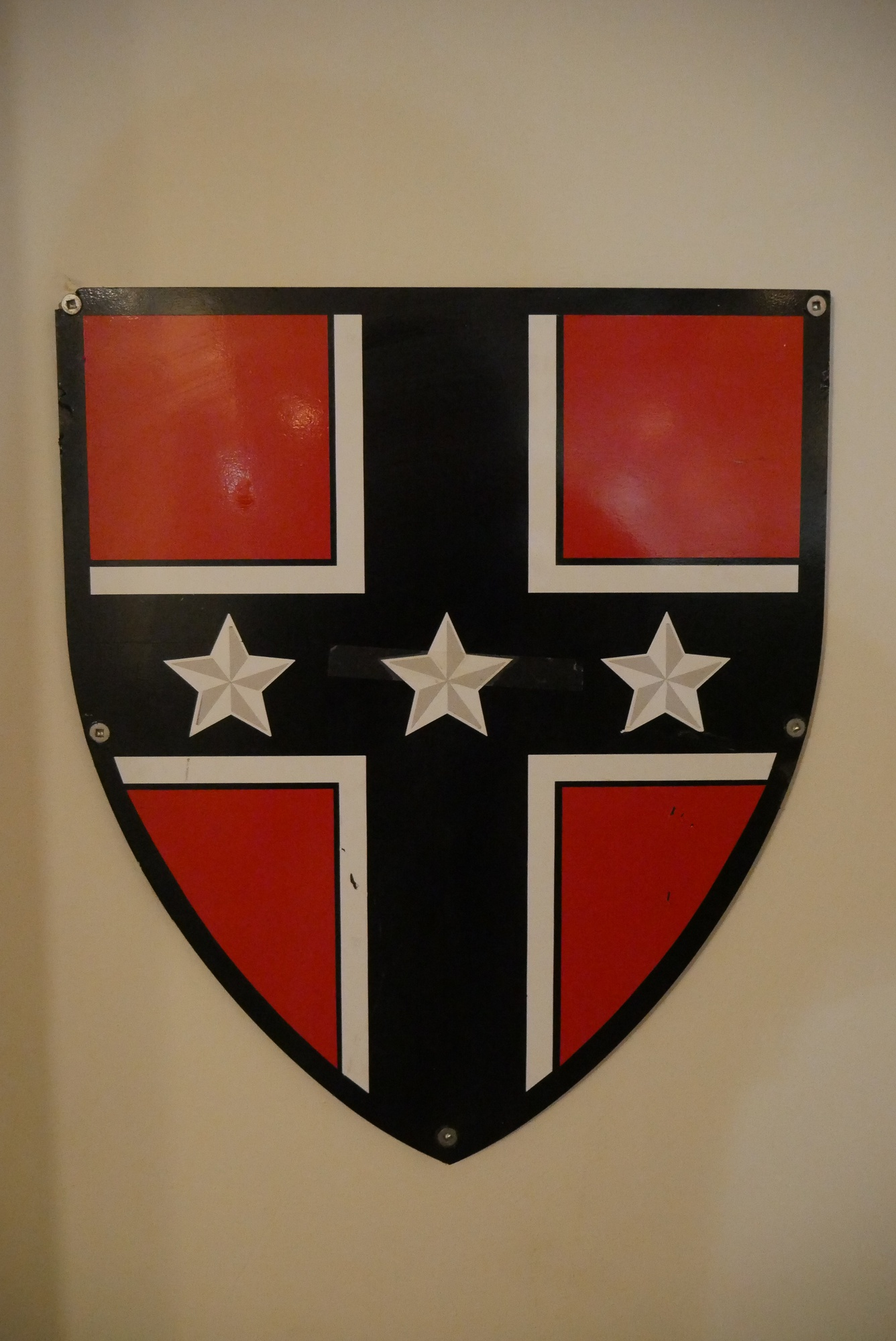 The Kirkland Shield and the Confederate flag are officially unrelated.