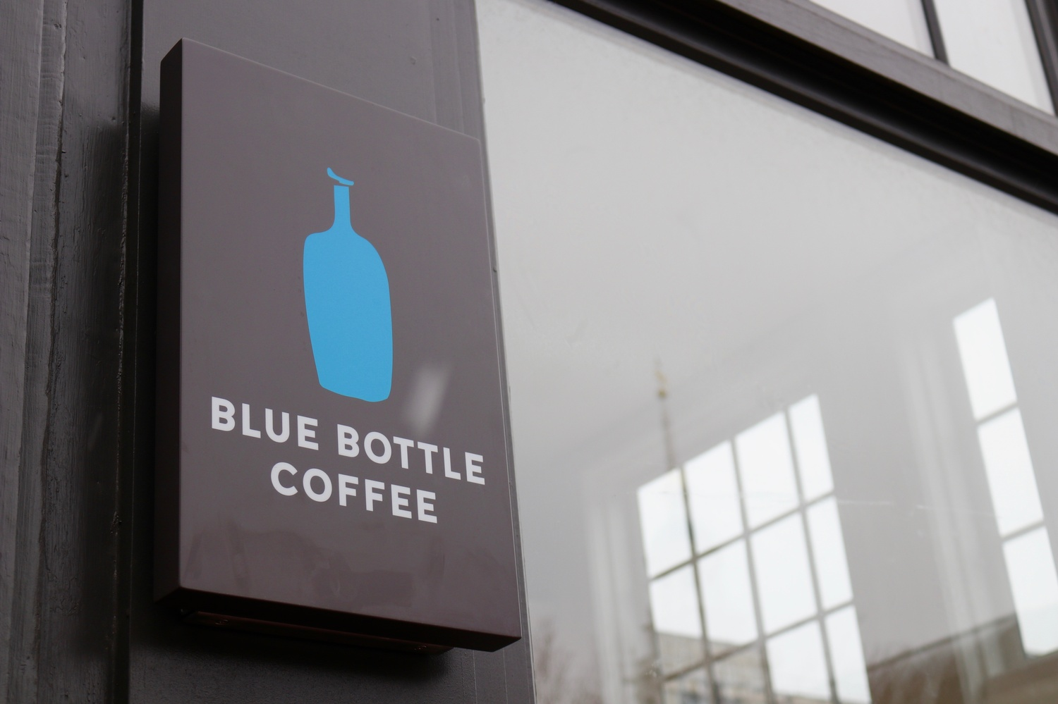 Blue Bottle Coffee Opens With Crowds Free Caffeine News