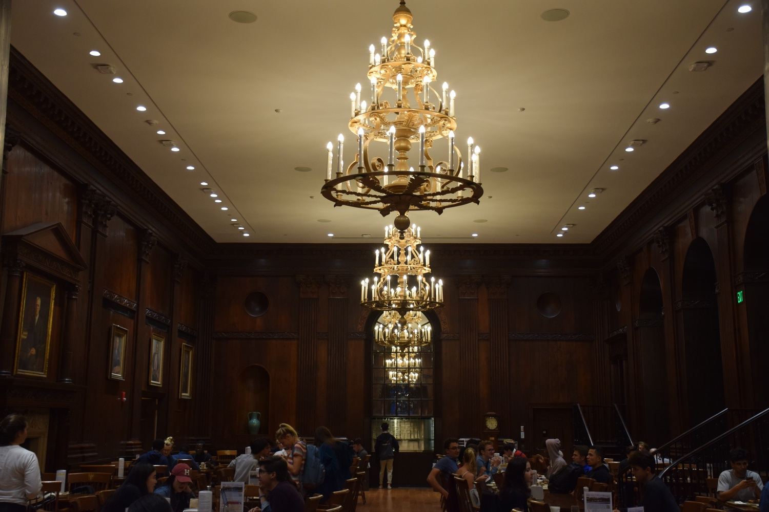 Harvard University Dining Services is changing its lunch hours to accommodate the new FAS schedule.