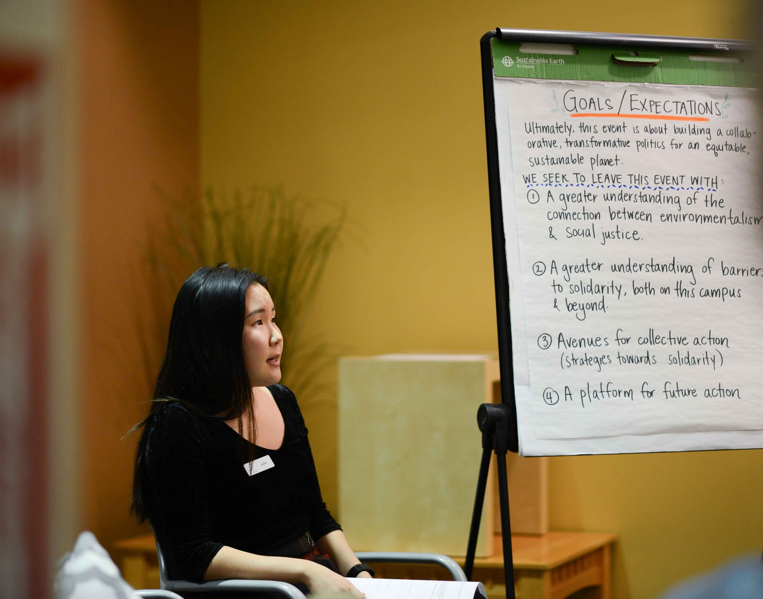 Julie S. Chung ('20) poses a question to the attendees of the Environmentalism as Social Justice discussion.