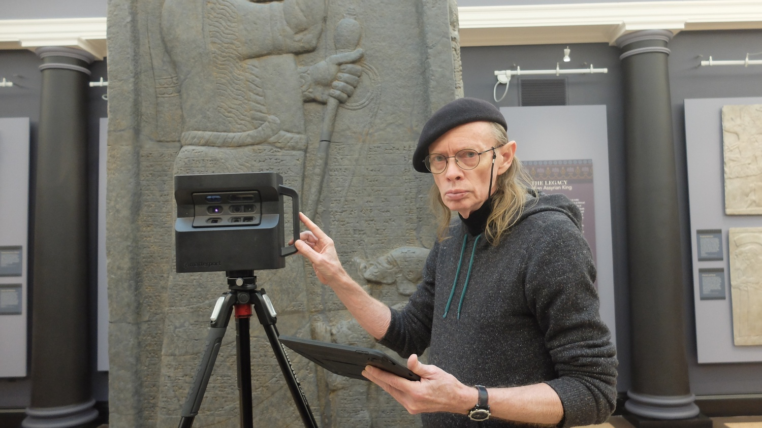 Gant photographs an exhibit at the Semitic Museum with a virtual reality camera.