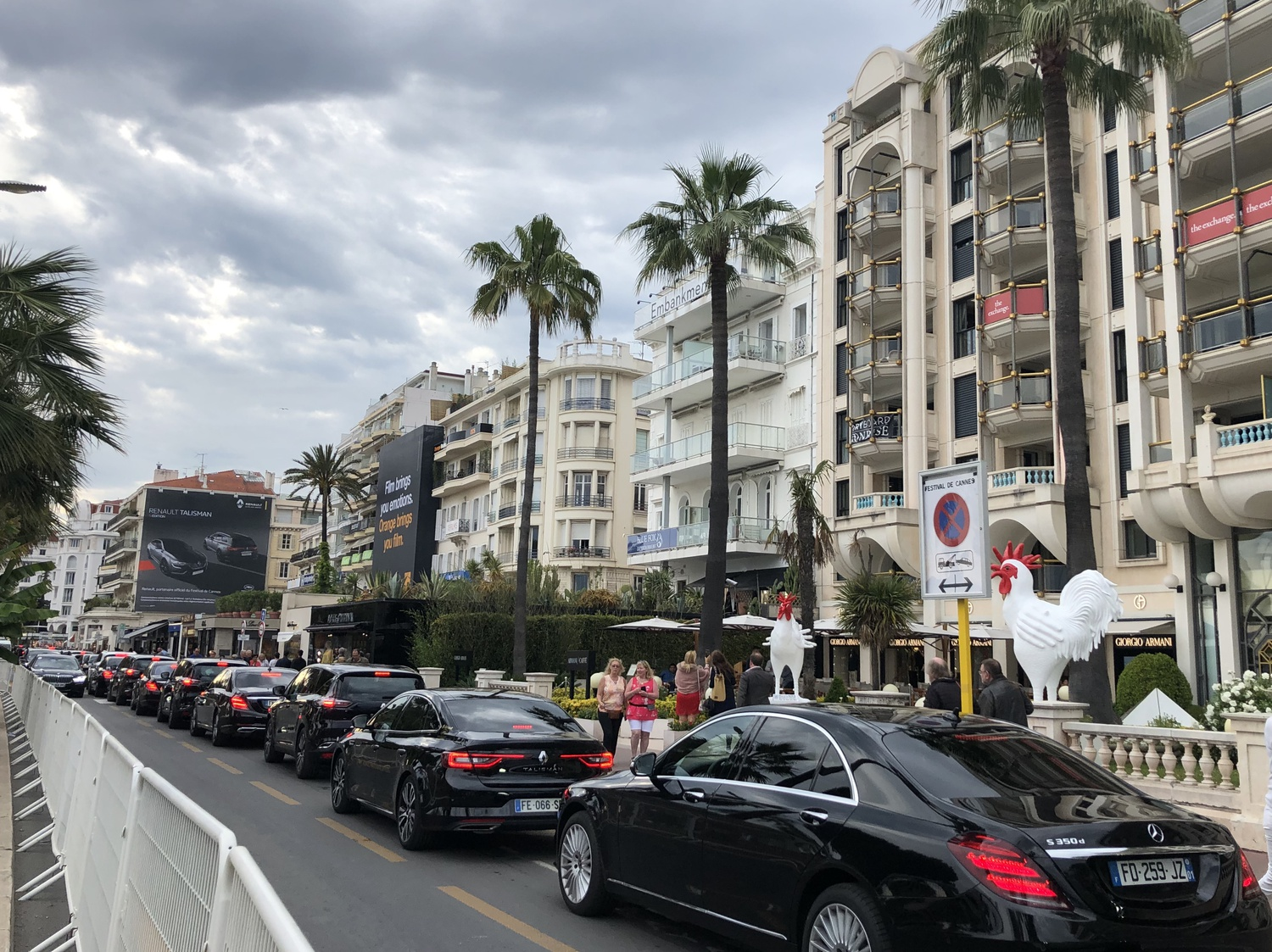 A line of cars (undoubtedly carrying celebrities galore) occupy la Croisette.