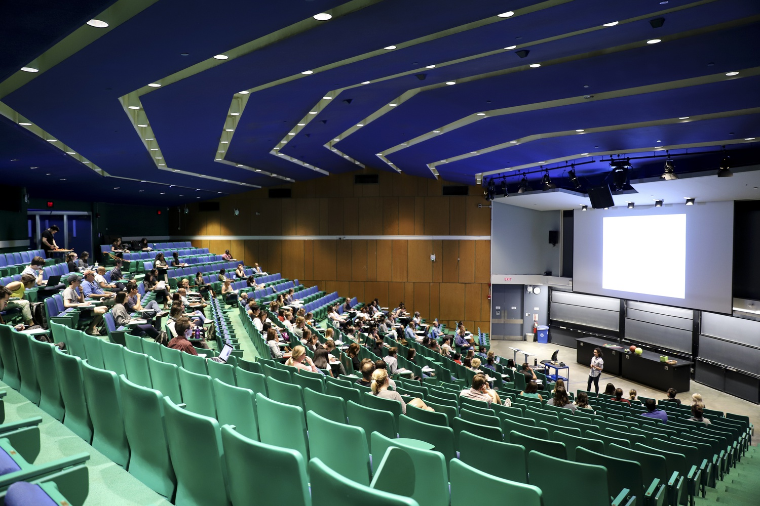 A Harvard Extension School Physics class meetings in the Science Center in September.