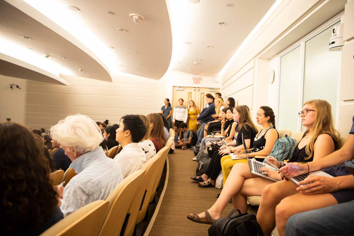 Students crowd into a lecture hall in William James during shopping week.