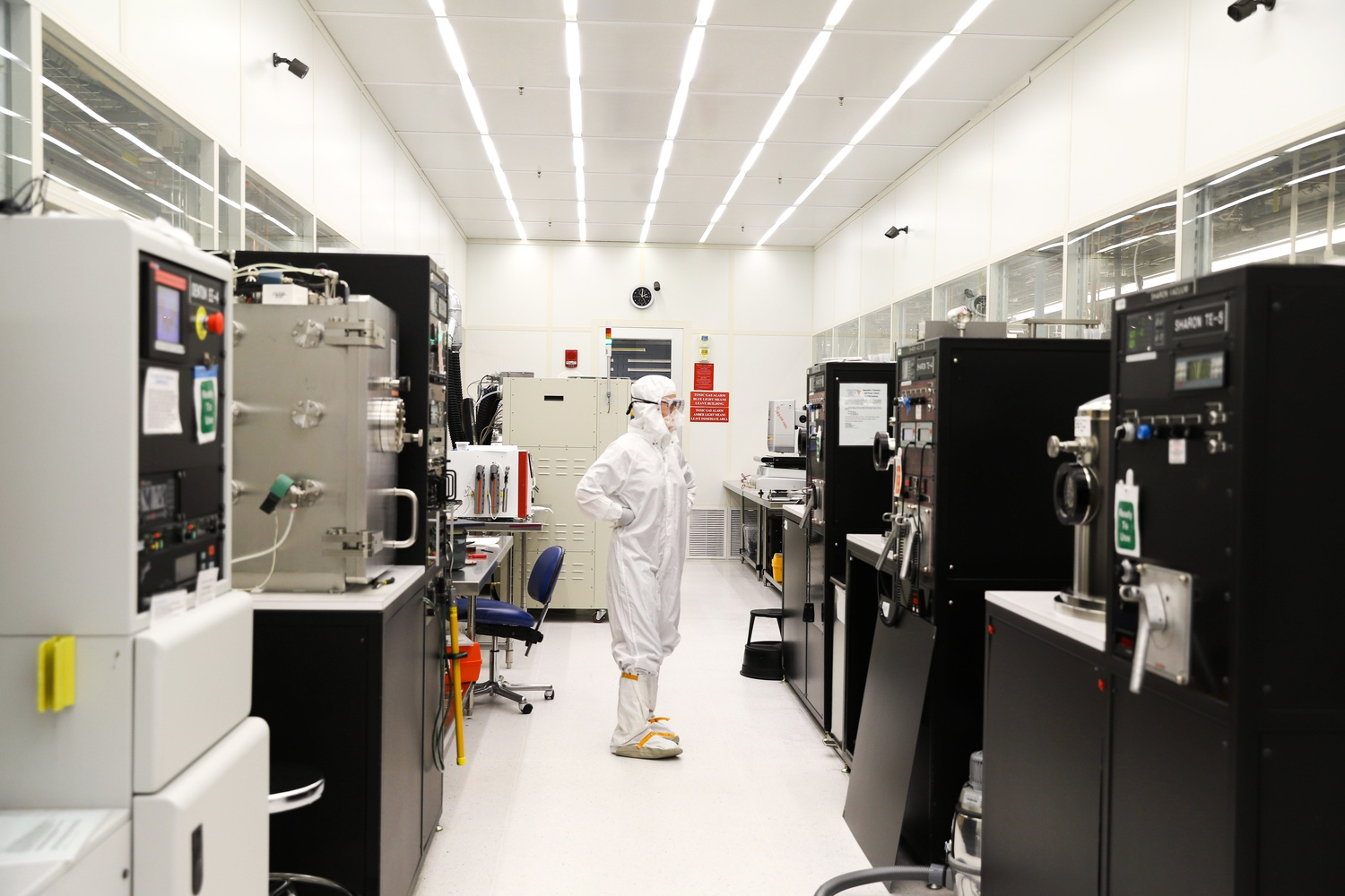 Harvard's Center for Nanoscale Systems is a facility that focuses on nanofabrication, imaging, and nanoscale analysis. It is located in The Laboratory for Integrated Science and Engineering at 19 Oxford Street.