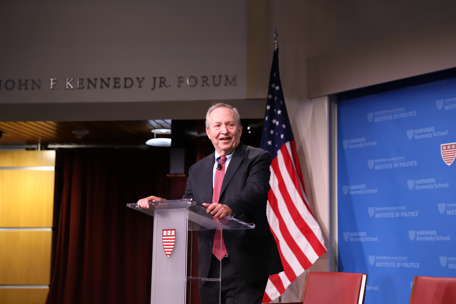 Professor Larry Summers introduces Bank of England Governor Mike Carney at the IOP on Wednesday evening. The two professionals discussed The New International Economic Order and the current trade issues in the global economy today.