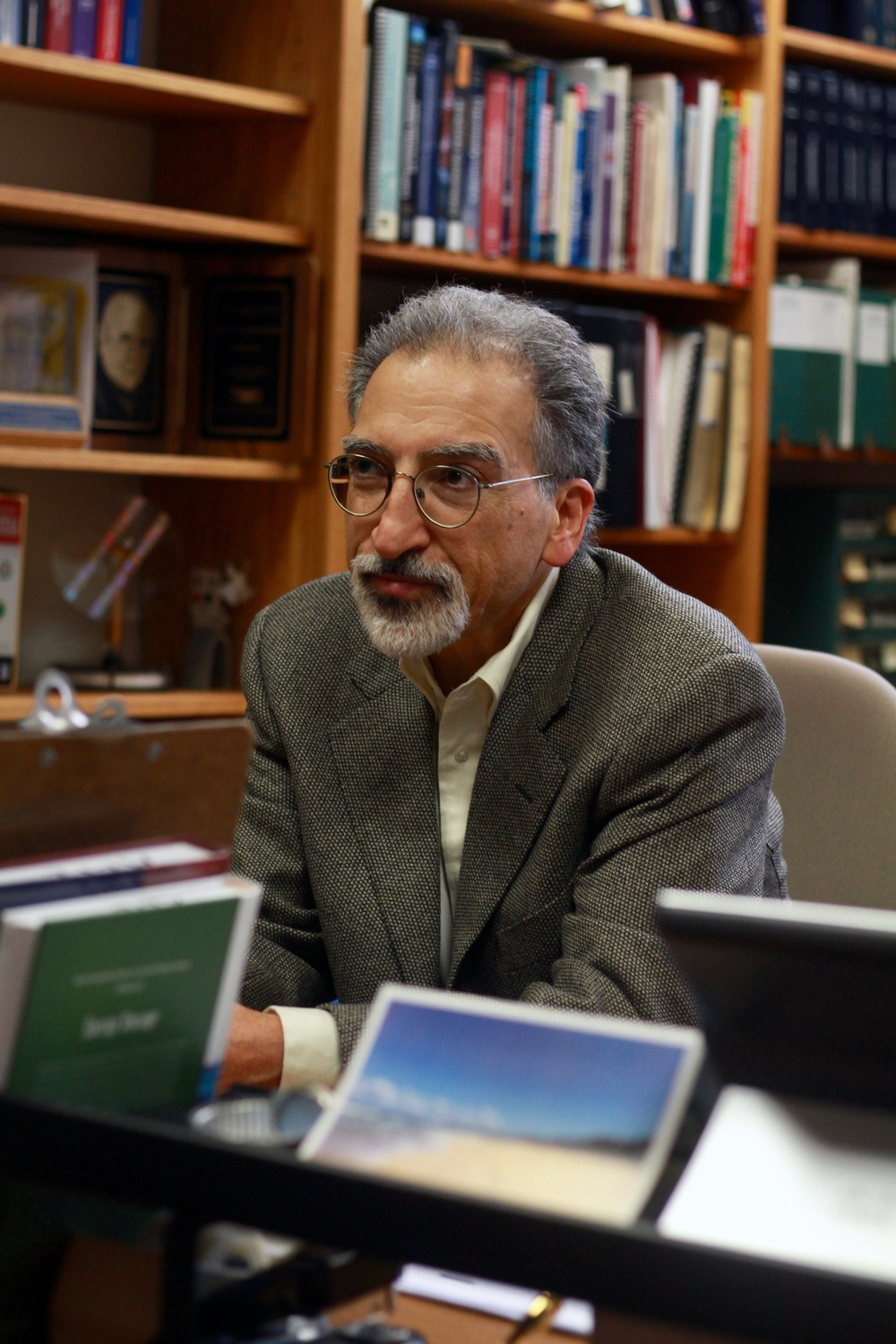 SEAS professor Michael J. Aziz received an Eni Award for his research with chemistry professor Roy G. Gordon on organic batteries.