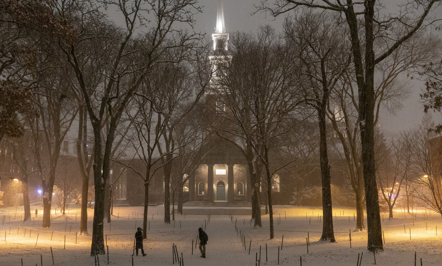 The first significant snowfall of the year covers Tercentenary Theatre as students return from Thanksgiving break.