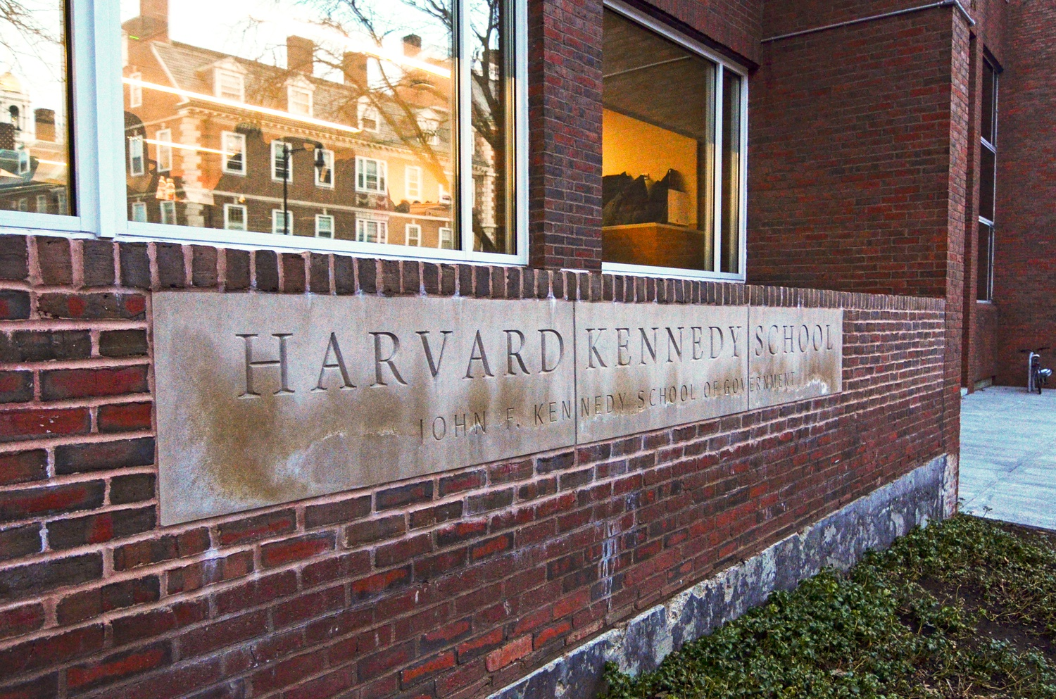 The Institute of Politics at the Harvard Kennedy School runs Director's Internships, which provide students with opportunities to explore politics and public service.